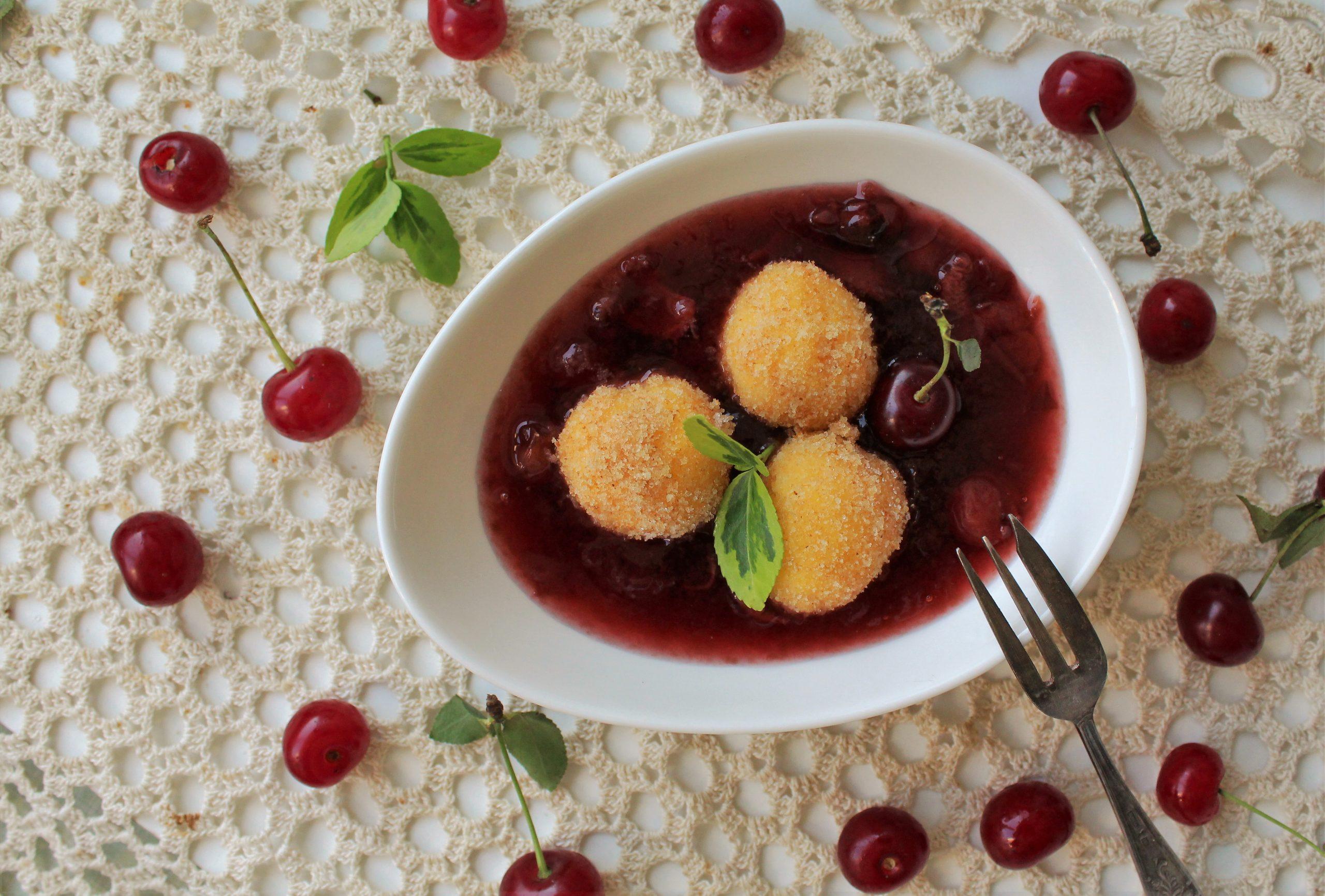 Recept nedelje: Mamaljuga knedle u sosu od višanja 2